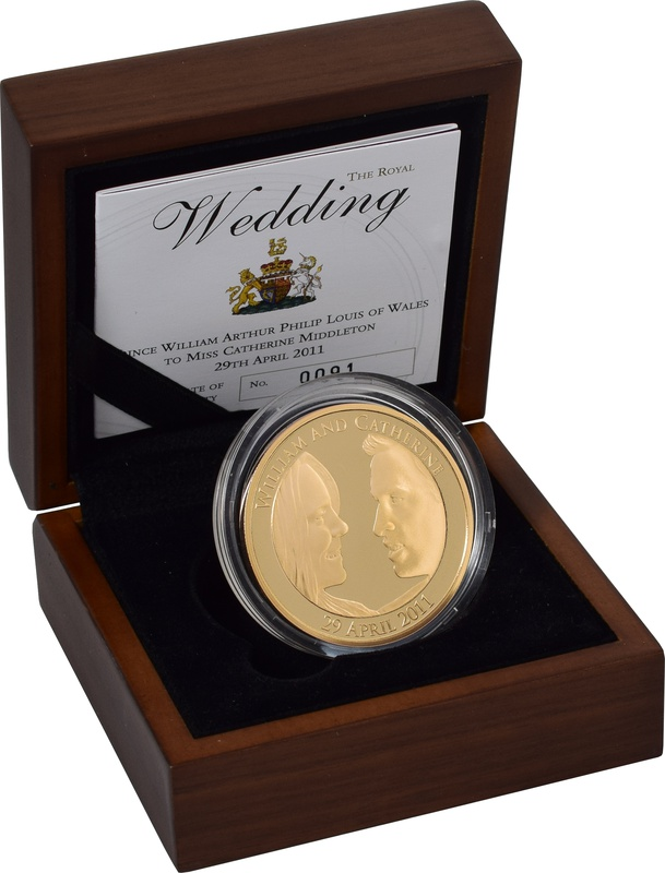 2011 - Gold £5 Proof Crown, Royal Wedding: William and Catherine Boxed