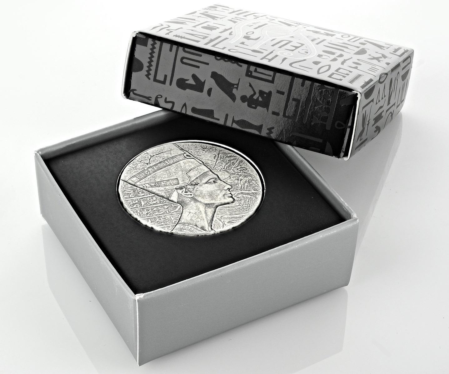 2017 Queen Nefertiti 5-Ounce Silver Coin Boxed